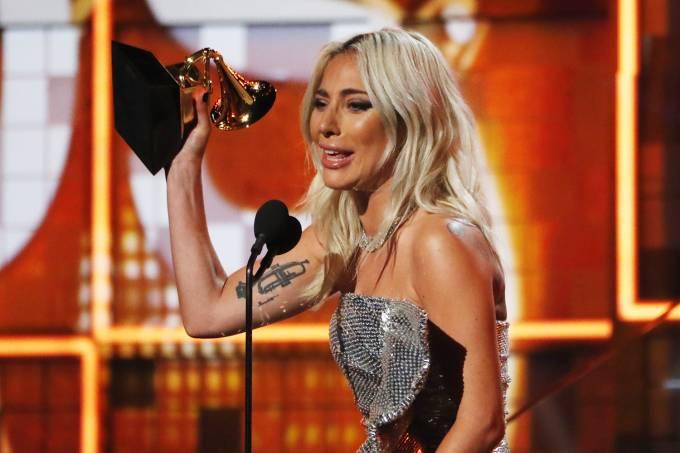 A cantora Lady Gaga vence na categoria de 'Melhor performance pop de duo ou grupo', durante cerimônia de premiação do Grammy, em Los Angeles - 10/02/2019 (Mike Blake/Reuters)